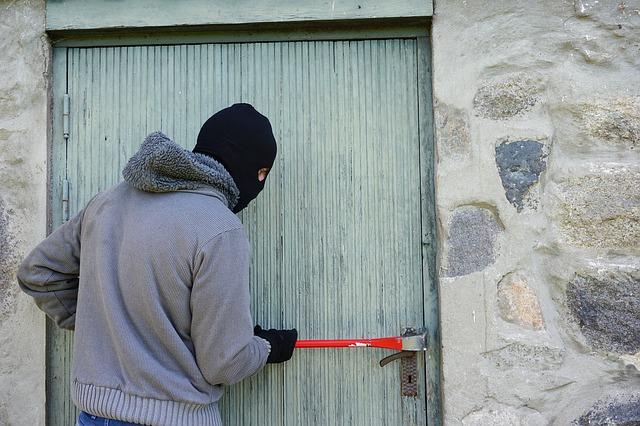 Если вы арендатор и ваша квартира ограблена: кто должен платить за ремонт?